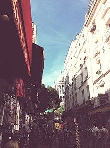 220px-Montmartre_vue_de_la_place_St_Pierre